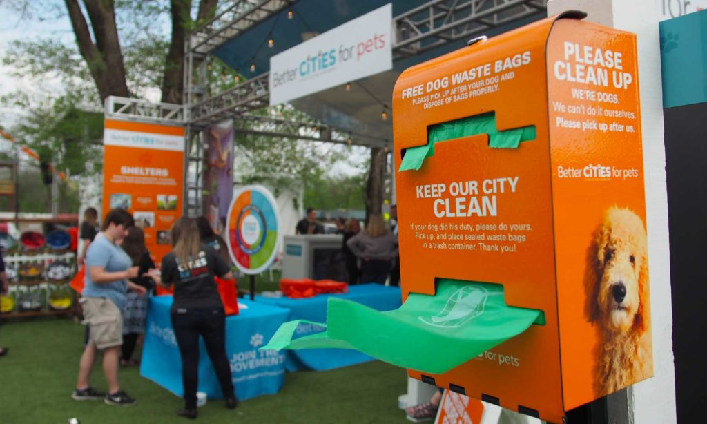 Pet waste station with free bags